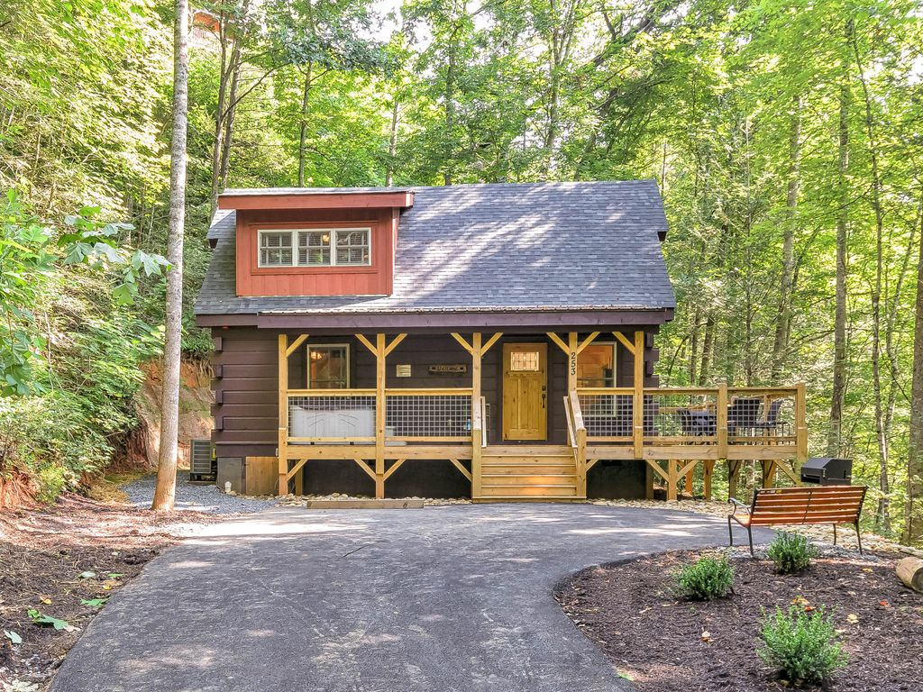 2016 newly constructed cabin minutes from downtown for Cabins near downtown gatlinburg