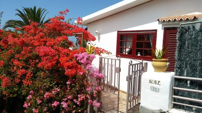 Photo for Beautiful bungalow with pool in the area of Los Llanos de Aridane
