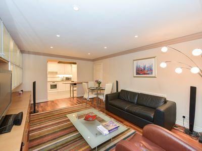 Photo for Central modern flat 12min walk from Oxford St, British Museum and Regent's Park