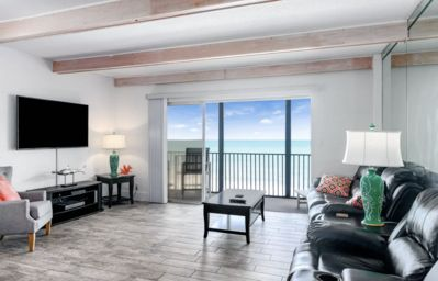 Photo for 1 Br/1 Ba On The Beach!!  Direct Ocean Views & Completely Remodeled