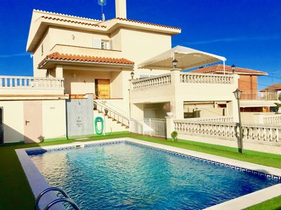 Photo for Large villa with pool and unbeatable sea views.