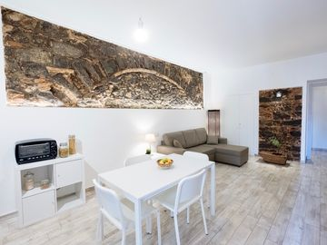 """Apollo Home """"Cozy and independent home near the Ursino Castle"""""""