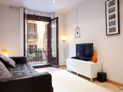 Photo for Montjuïc Park 1 apartment in Poble Sec with WiFi, integrated air conditioning (hot / cold), balcony…