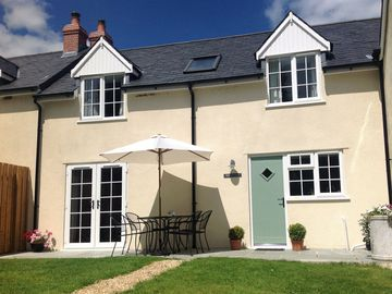 Country cottage in an idyllic position on the edge of a pretty village. -  Rose Cottage