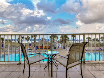 Photo for Nicely decorated, 3rd floor,  1 bedroom overlooking the pool