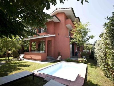 Photo for SPECIAL OFFER!, Villa in Forte dei Marmi with Pool, WiFi, BBQ, near Beach Clubs