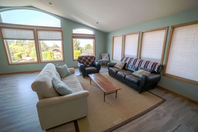 spacious living room, plenty of seating, & fireplace