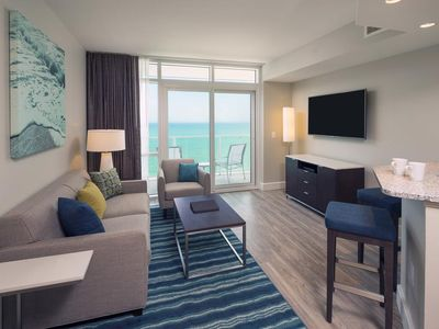 Photo for Aug 17-24 Oceanfront suite by Hilton Grand Vacations