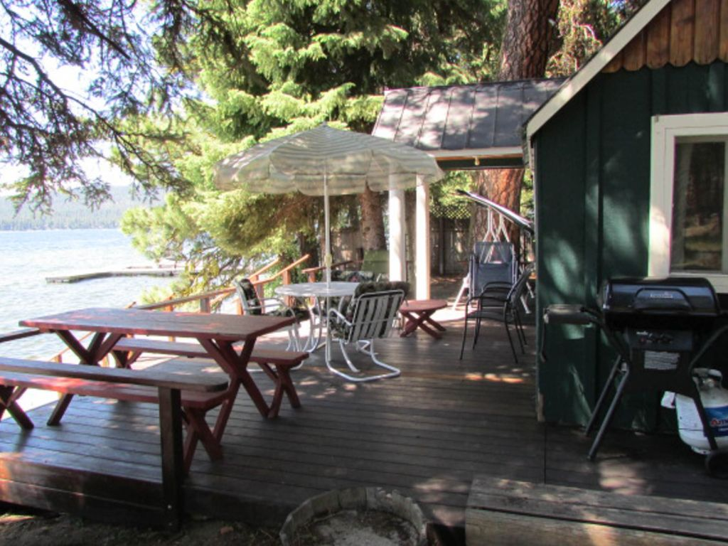 Lakefront cabin w private dock gorgeous views