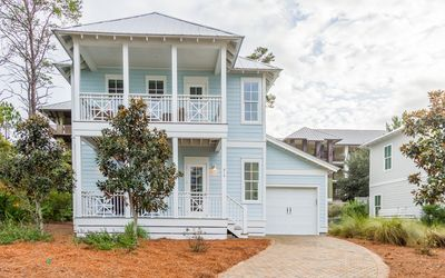 Photo for Blue Cabana - 4 bed 3.5 bath Blue Mountain home with community pool 3 bikes !