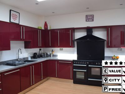 Photo for Tranquil Detached House **10 mins Walk to City **