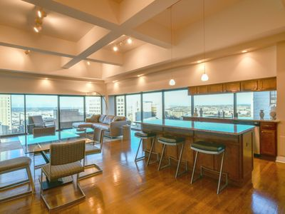 Photo for Luxury Penthouse Condo in Downtown: Amazing Views! :-)