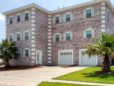 Waterfront Villa- 23 Miles to Downtown New Orleans