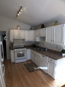 Kitchen w/ gas range, dishwasher, full size fridge, double bowl sink & disposal