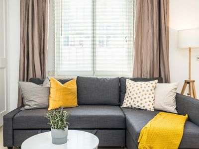 Photo for Spacious 1 bed flat in Chelsea with private patio
