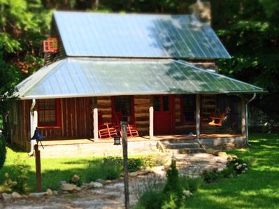 1890's Historic Log Cabin, Scenic Creek, 7 5 Acres, 15 min to downtown AVL  - Fairview