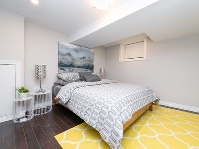 Photo for Cute 1 bedroom in Convenient Downtown Toronto Location