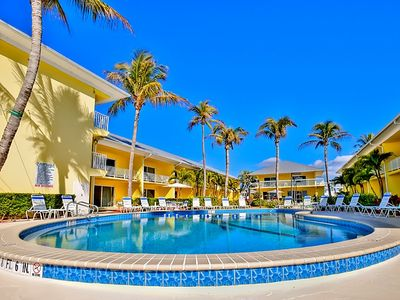 Photo for Fort Myers Beach Apartment, Sleeps 6 with Pool, Air Con and WiFi