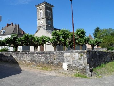 Photo for Spacious holiday home on the Saone river with large garden and lots of privacy
