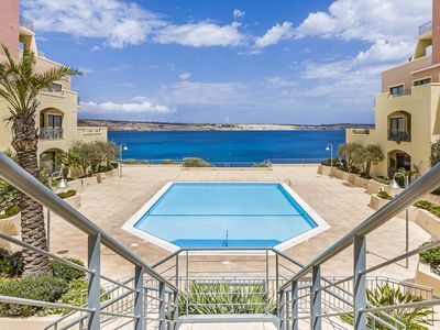 'SEASCAPES'  Stunning,  Deluxe Apartment With Unobstructed Pool/Sea Views