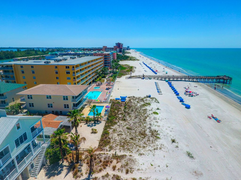 SEE REVIEWS!! Newly renovated Upscale Beach... - VRBO