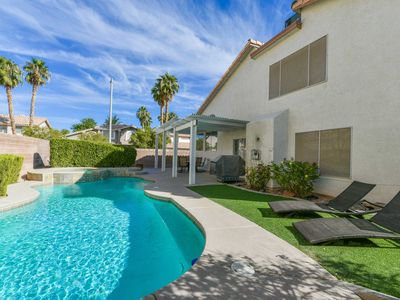 Gorgeous Updated Home w/Pool < 10 Mi to The Strip!
