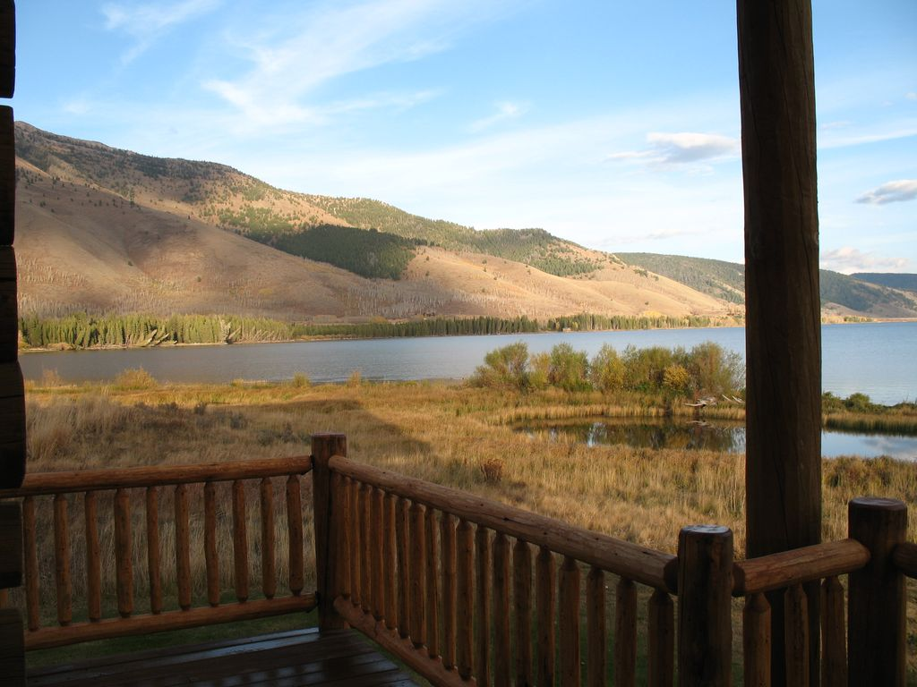 Yellowstone Lakefront Luxury Log Home 20 Homeaway
