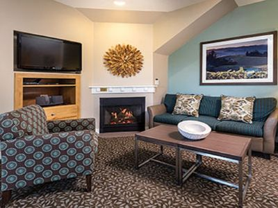 Photo for Spacious 3 Bedroom Sonoma Wine country stay, Windsor, CA