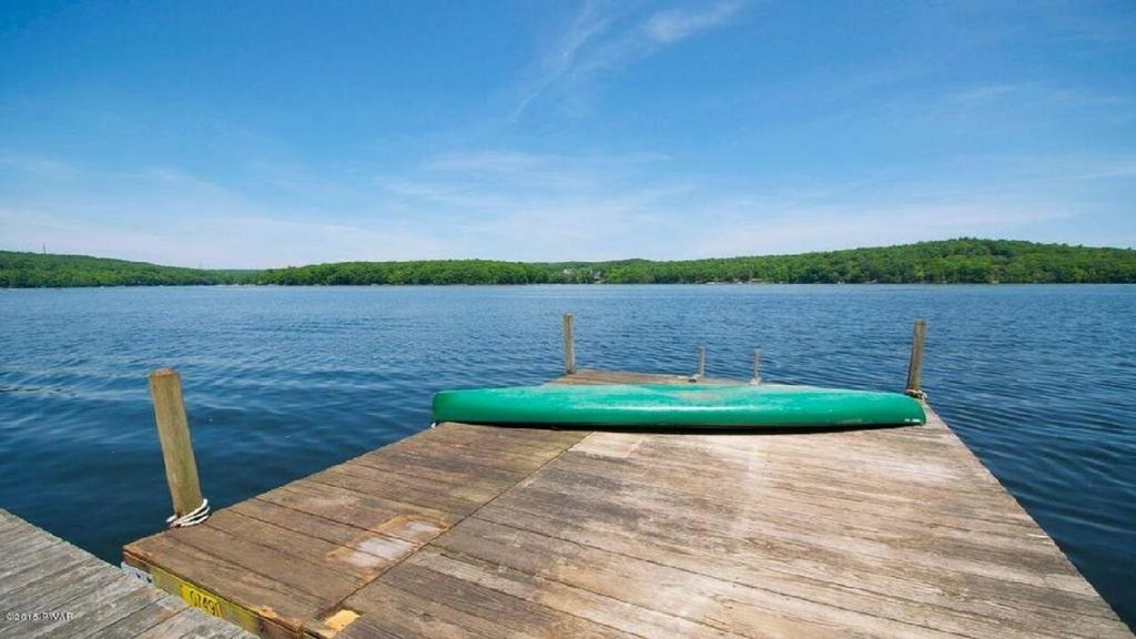 Four bedroom gumble chalet with spectacular view of lake for Lake wallenpaupack fishing report
