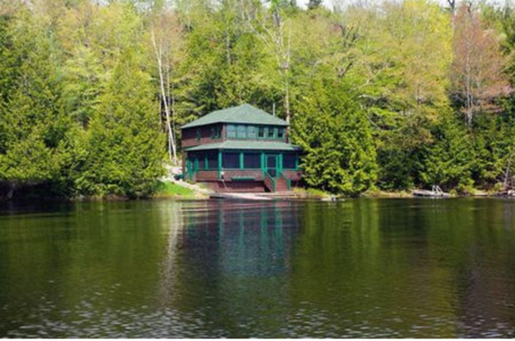 Charming Cottage Located At The Very Edge Of Upper Saranac Lake
