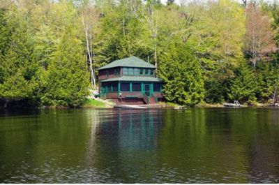 Charming Cottage Located At The Very Edge Of Upper Saranac Lake - Tupper  Lake