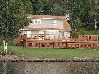 House Sits 50ft from Lake