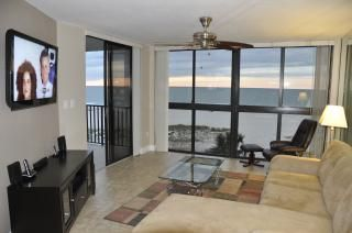 Great living room with ocean view and Entertainment