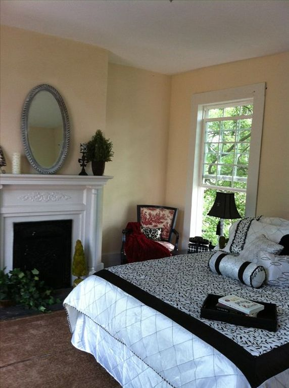 A Charming Bungalow In Los Angeles: Close To Downtown, Charming Bungalow, Completely Renovated