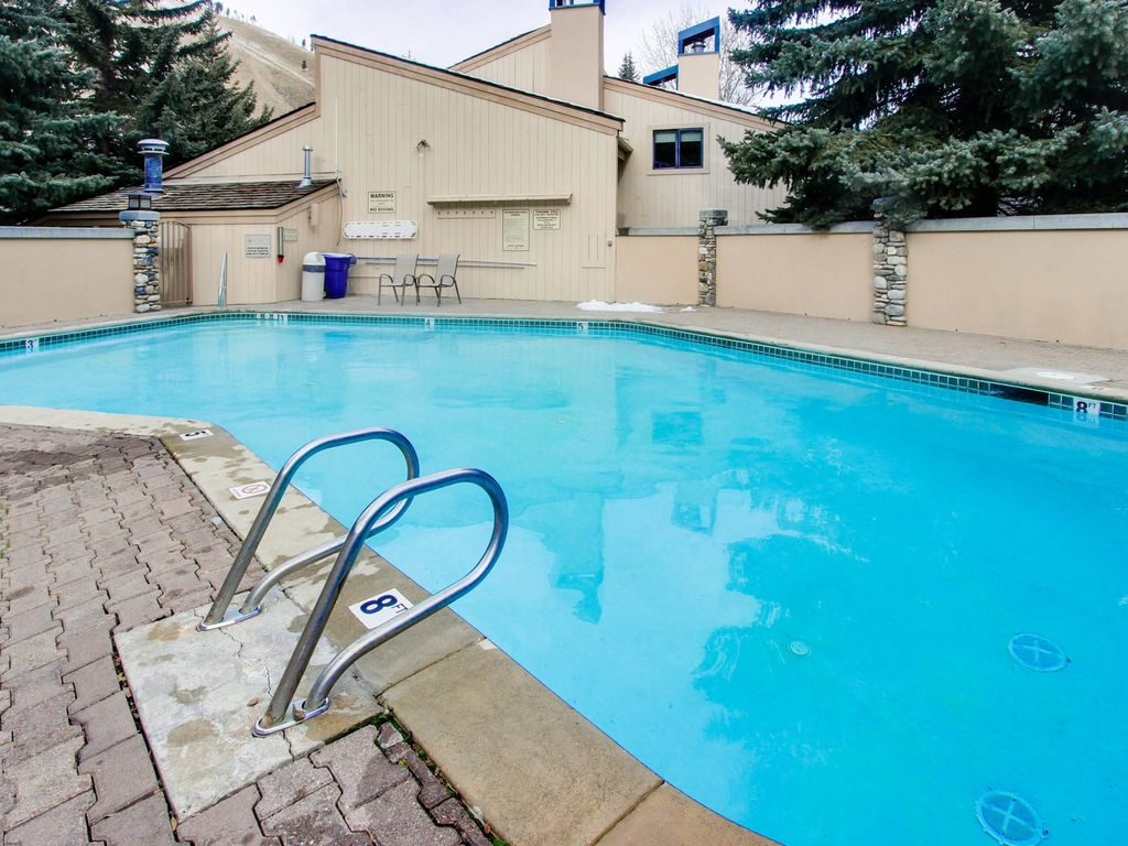 Waterfront Home W Shared Hot Tub Pool One Minute Walk To Ski Lifts Sun Valley Ketchum