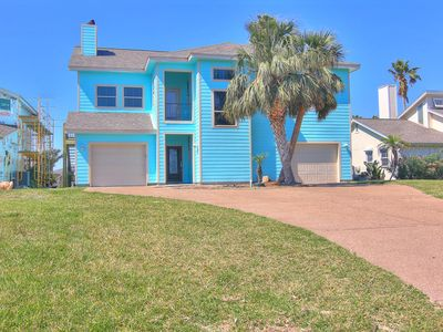 Photo for 5 bedroom 2.5 bath canal front home! Boat lift! Close to Rockport Beach!