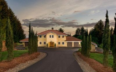 Photo for Beautiful Estate Home Centrally Located in Oregon Wine Country