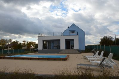 Swimming pool and terras