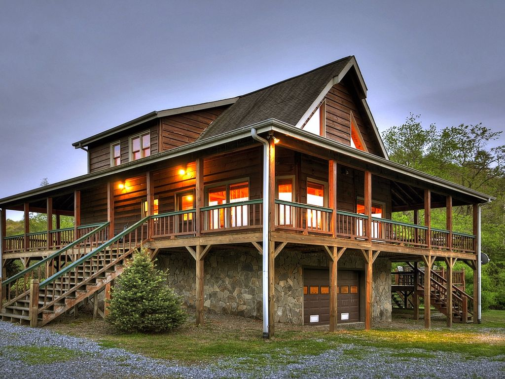 a cozy, romantic getaway sitting directly - homeaway mineral bluff