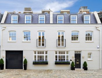 £12 Million 5BR Knightsbridge Residence at Cadogan Square