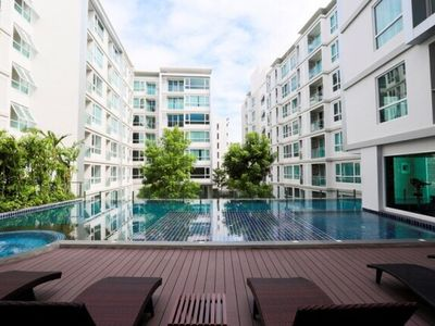 Photo for Gfeel 1BR, BTS Sukhumvit, wifi, pool,gym