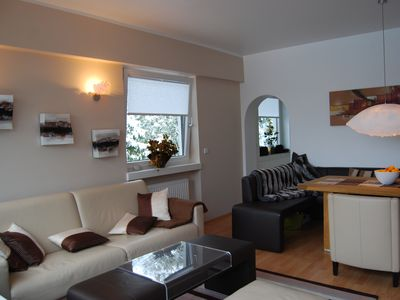 Livingroom: Alpenpanorama with a large dining area. Leather sofa has a doublebed