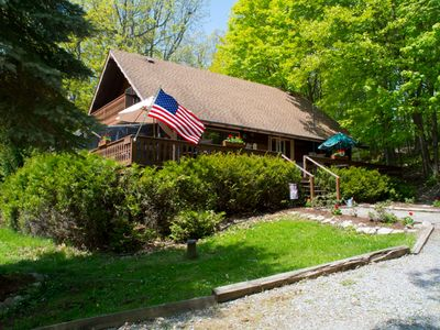 Private, Spacious Cottage, Surrounded by woods!