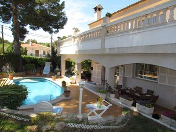 Search 966 holiday rentals