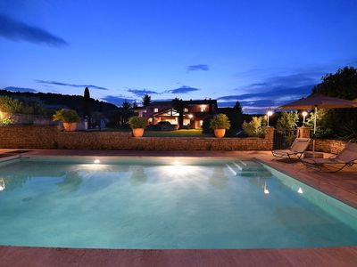 Photo for Stylish family house with pool at the foot of the village of Ménerbes