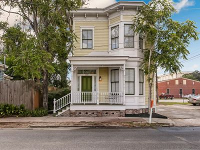 Photo for Remodeled Sunny Victorian next to Forsyth Park
