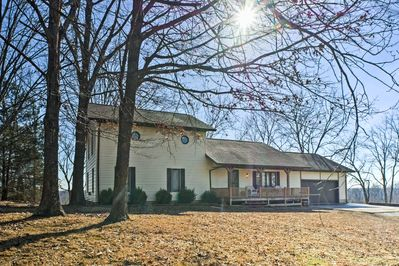 Plan your family reunion at this 4-bedroom, 2.5-bath vacation rental in Nixa!