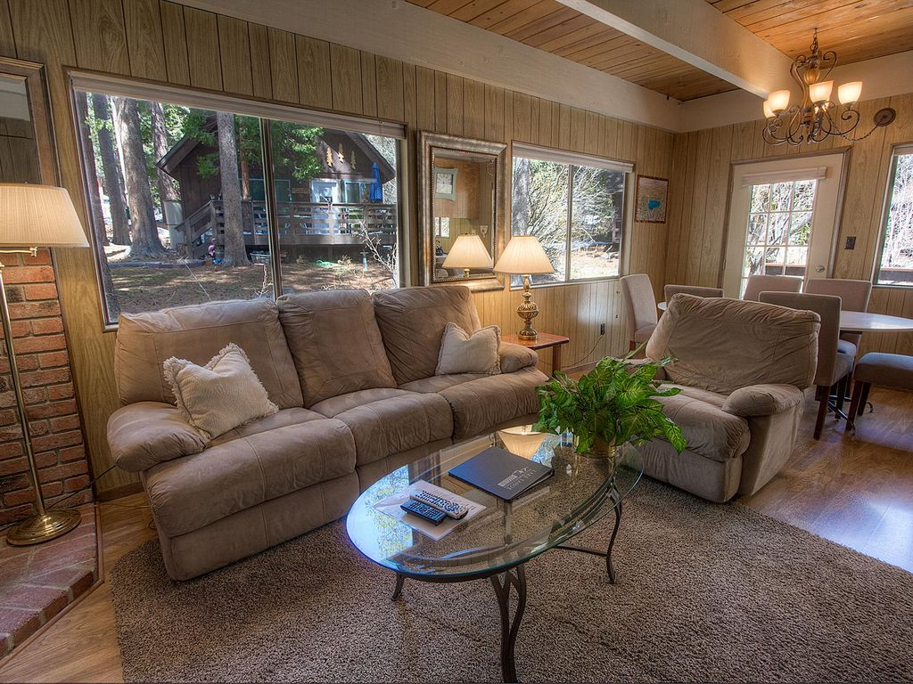 Classic Tahoe Cabin w/Sunny Deck (IVH0994)