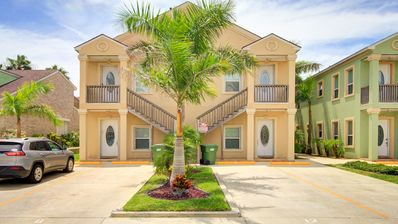 Photo for Great dog-friendly w/ shared swimming pool & beach access!