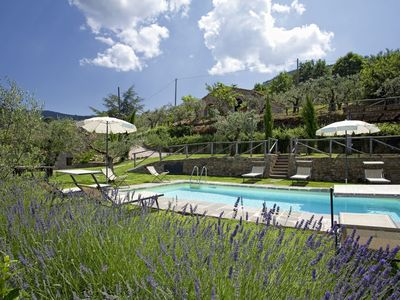 Photo for Wonderful walking distance villa to Cortona with spa and swimming pool